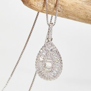 Jewelry - 💫Stunning Halo Baguette Pendant Necklace